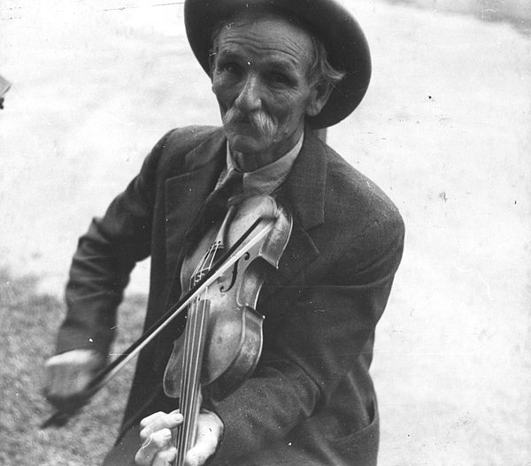 Tommy took up his fiddle (1)